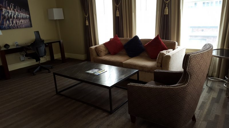 kimpton-alexis-seattle-living-room