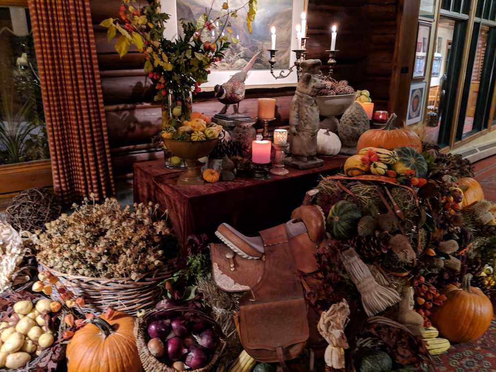 Bountiful Thanksgiving decor