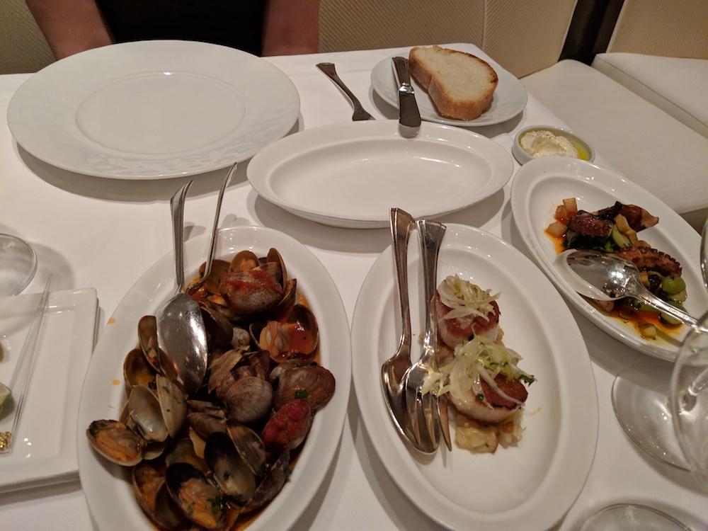 Saute di vongole, Cappesante dorate con mostarda di rabarbaro e gremolata di noci, Polipo Ligure alla grigilia